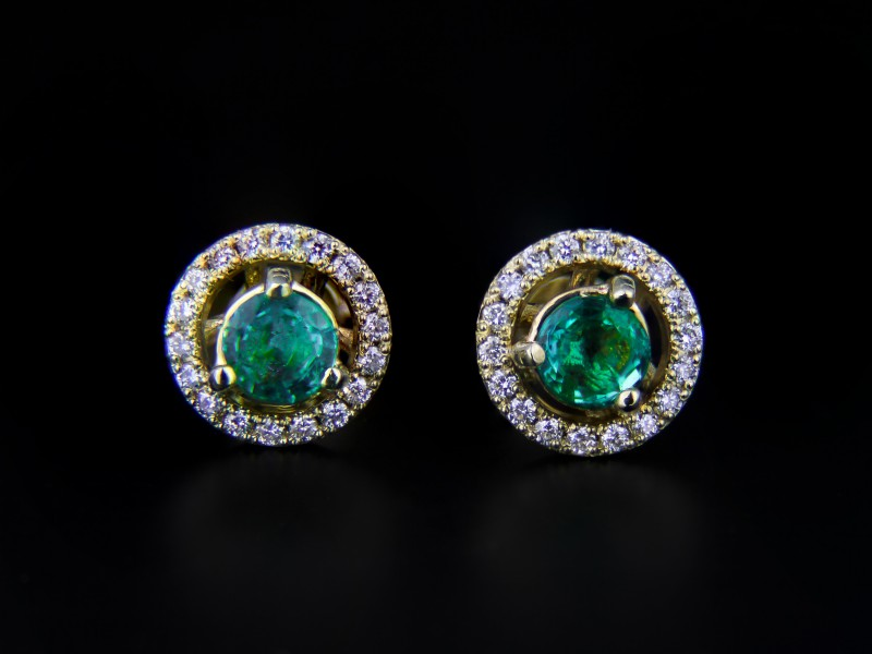 18k yellow Gold Hallo Earrings With 1.8 ct Emeralds And Diamonds 0.45 ct.