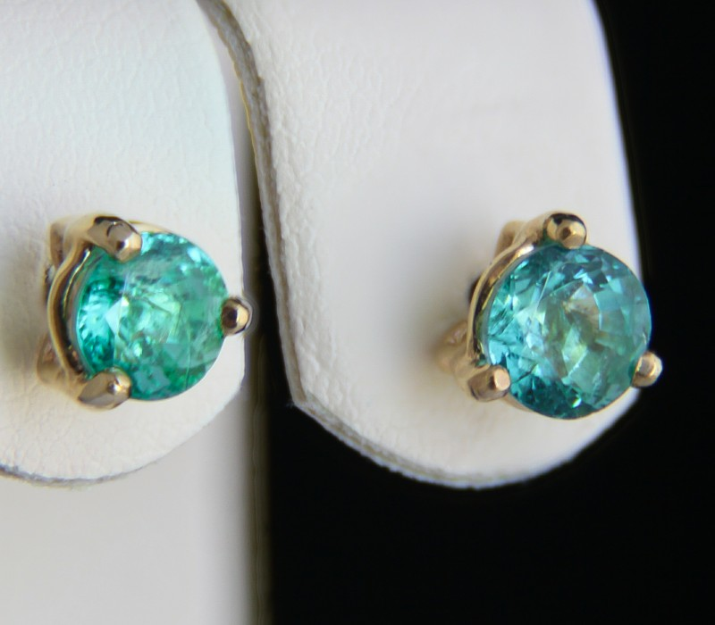 18k yellow Gold Hallo Earrings With 1 ct Emeralds