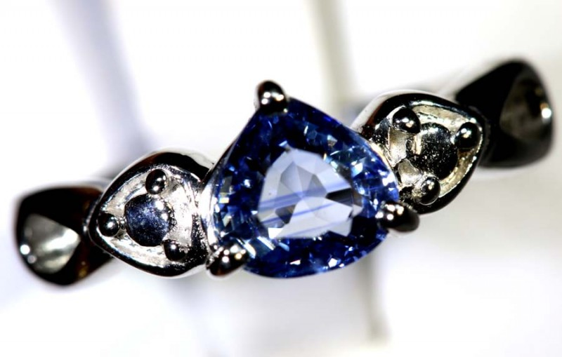 19.35-CTS SAPPHIRE RING BLUE   SG-2696