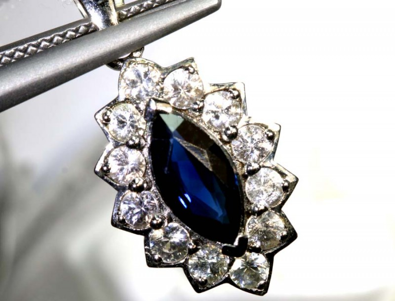 8.55-CTS SAPPHIRE PENDANT BLUE AND WHITE   SG-2698