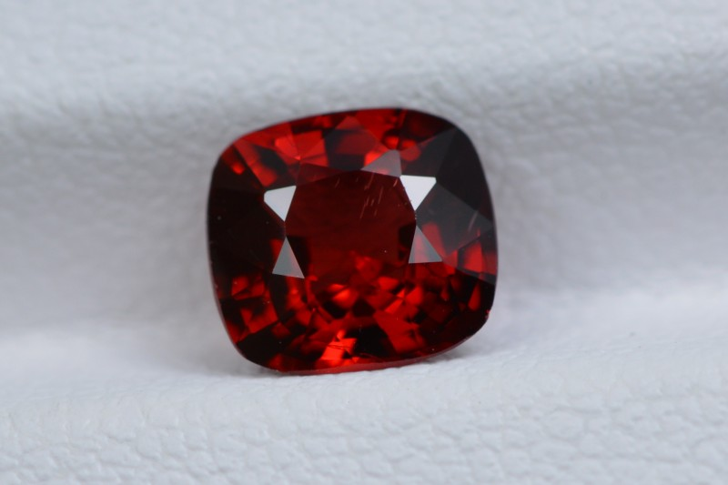UNTREATED 1.32 CTS NATURAL BEAUTIFUL EYE CLEAN RED SPINEL BURMA