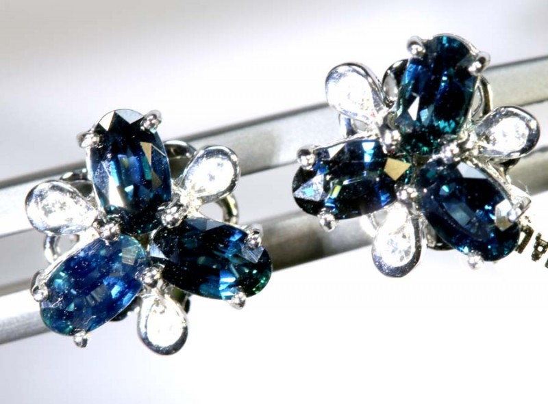 10.10 CTS- SAPPHIRE EARRING BLUE AND WHITE  SG-2723