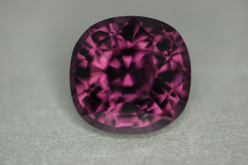 Nice full internal reflection from nicer cutting.   Beautiful color, VS clarity and great size at 5.65 cts!