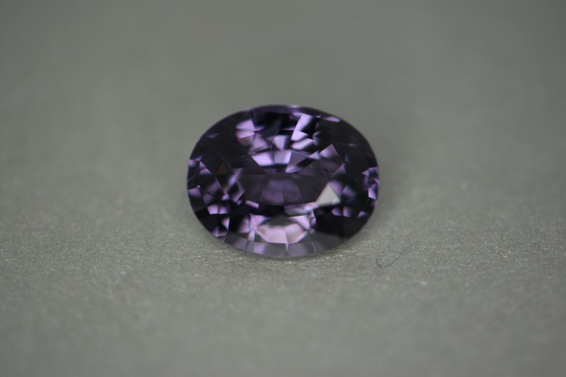 3.00 cts certified spinel.