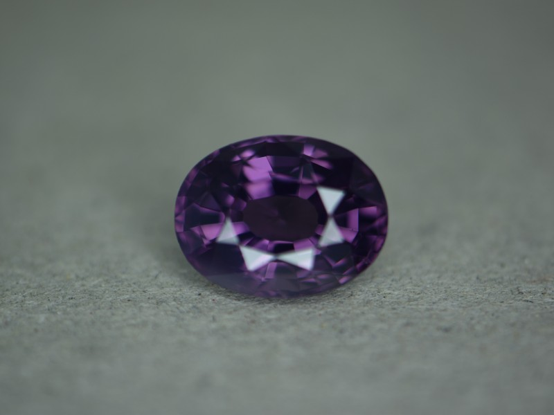 You need to hold the light right up to the stone for it to glow neon.   Stone looks like regular spinel until to hit it with the high intensity light where it glows neon violet.  The miners called it ultra violet.