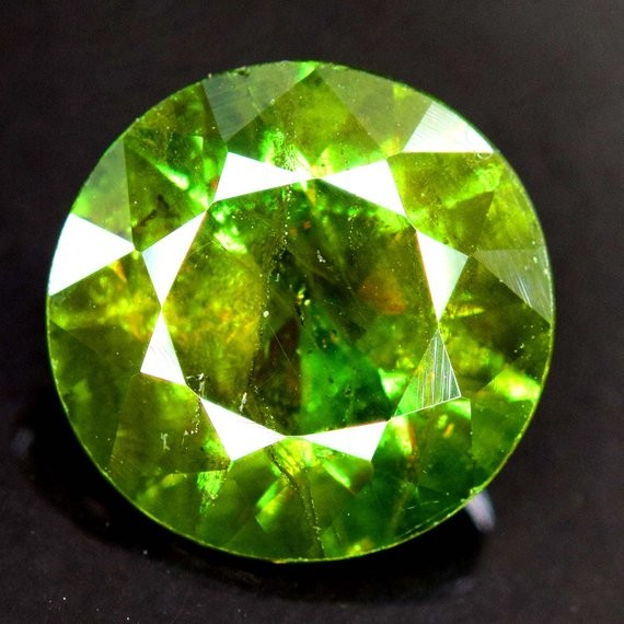 3.95 Carats AAA Color Full Fire Natural Chrome Sphene Loose Gemstone