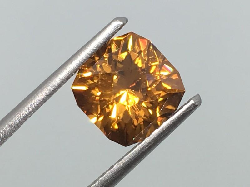 2.76 Carat VVS Zircon Golden Flash - Sri  Lanka Master Cut - Masterpiece!