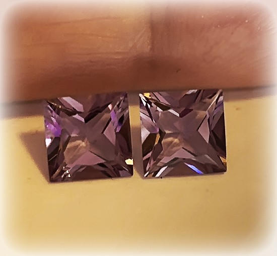 VIOLET SHINING AMETHYST PAIR - VVS -  6.00mm