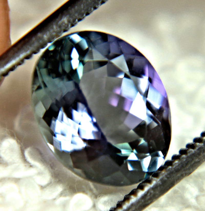 CERTIFIED - 2.56 Carat Bi-Colored Fancy VVS Tanzanite - Gorgeous