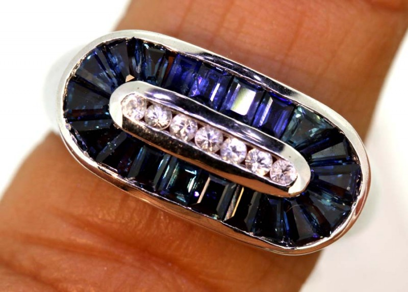 6.75-CTS  BLUE SAPPHIRE RING BLUE AND WHITE  SG-2756