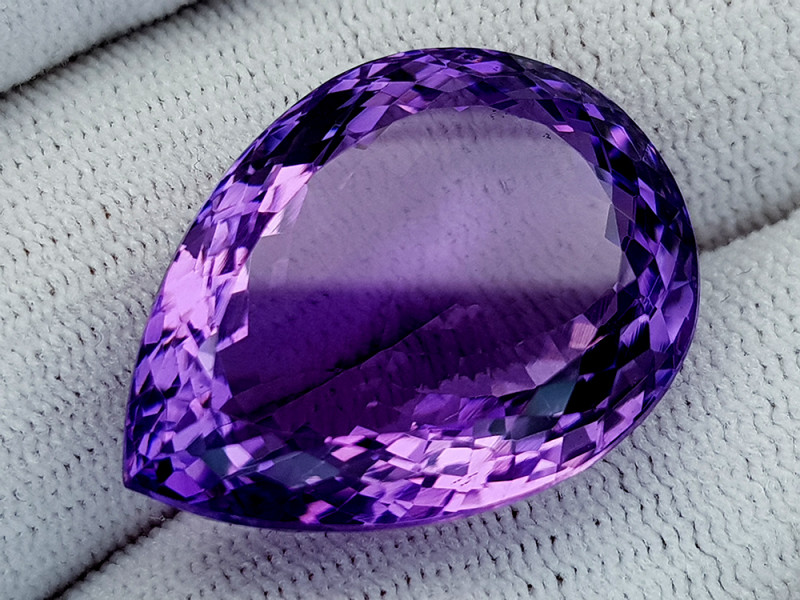 37Ct Natural Amethyst Gemstones IGCam83