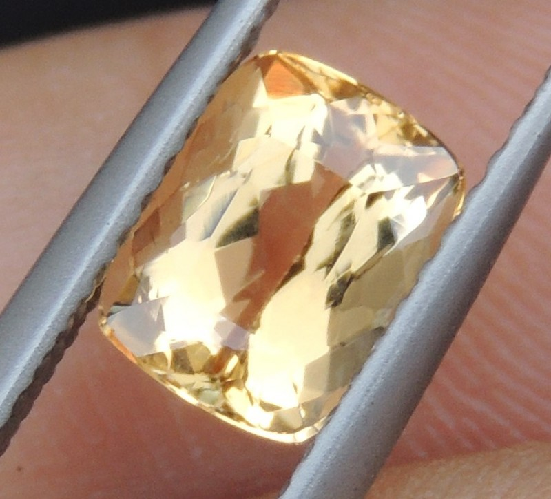 1.71cts,  Topaz,  Untreated