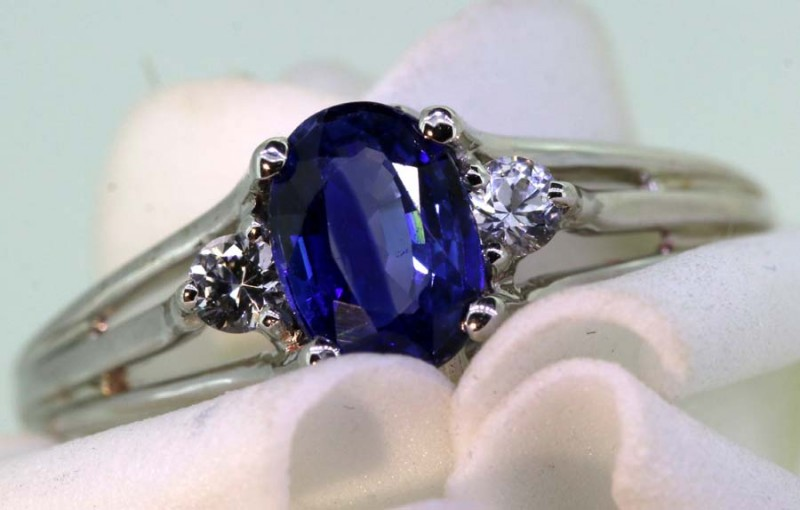 12.90-CTS SAPPHIRE RING BLUE AND WHITE   SG-2769