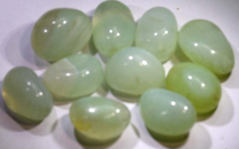 235.05- CTS  PREHNITE BEADS PARCEL  NP-2568