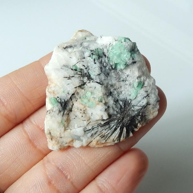 142.5cts Unique Emerald gemstone natural stripes  specimen semi-gem (A394)