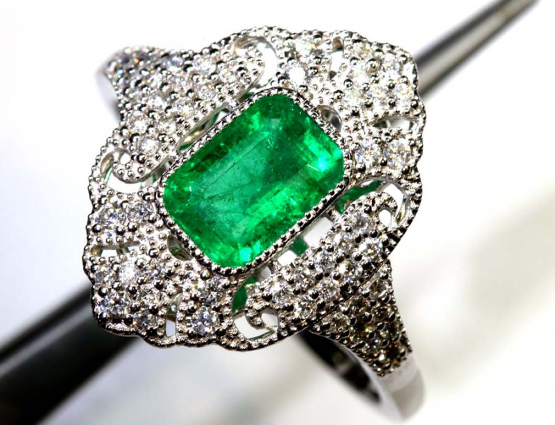 18.30CTS  - 18 K GOLD  EMERALD RING PG-2563