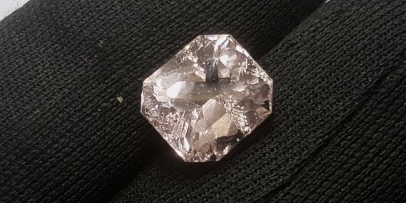 6.65 carats morganite gemstone
