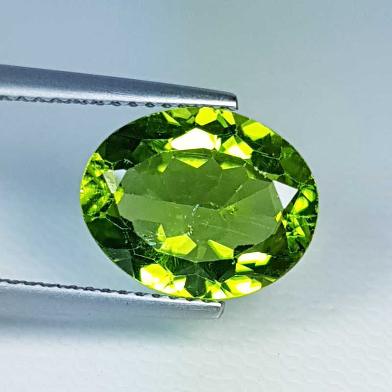 4.76ct Top Quality Gem  Stunning Oval Cut Top Luster Peridot