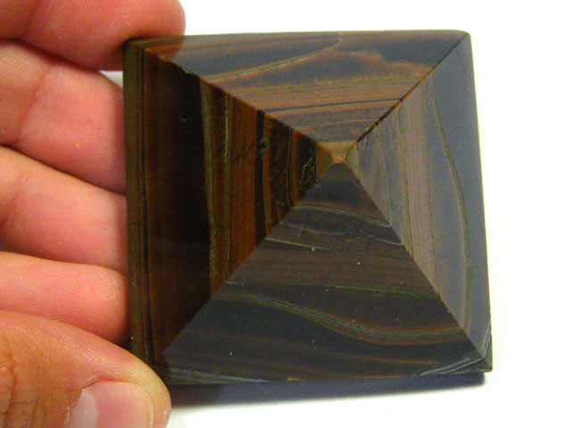 BEAUTIFULLY CARVED TIGER EYE PYRAMID 485 CTS SGS 513