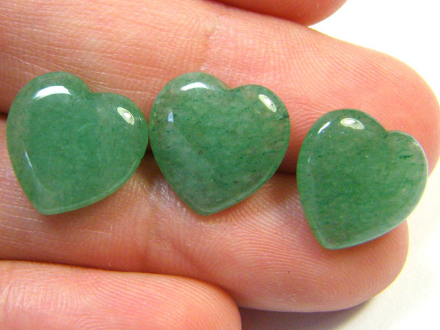 BEAUTIFULSTONE HEART CARVINGS 13.55 CTS SGS 642