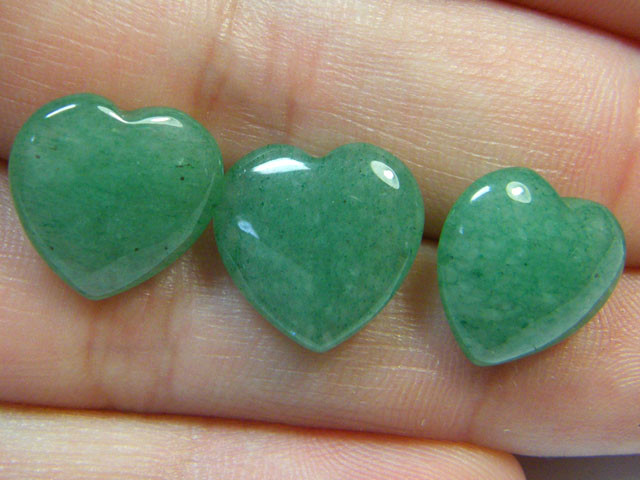 BEAUTIFULSTONE HEART CARVINGS 14 CTS SGS 643