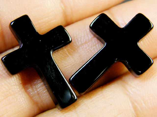 PAIR CRYSTAL MOON STONE CROSSES 11.30 CTS SGS 785