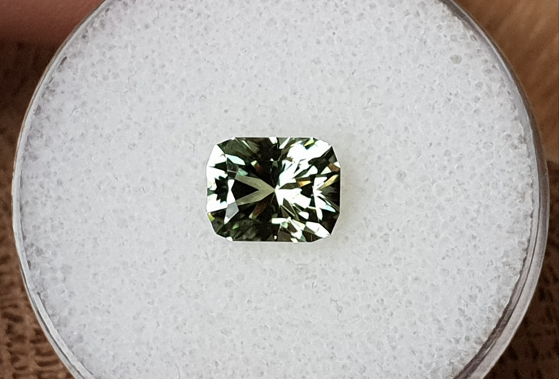 2,40ct Mint Tourmaline - Master cut & glowing!