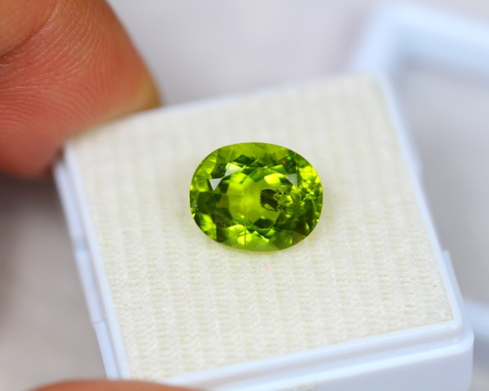 4.67ct Green Peridot Oval Cut Lot S14