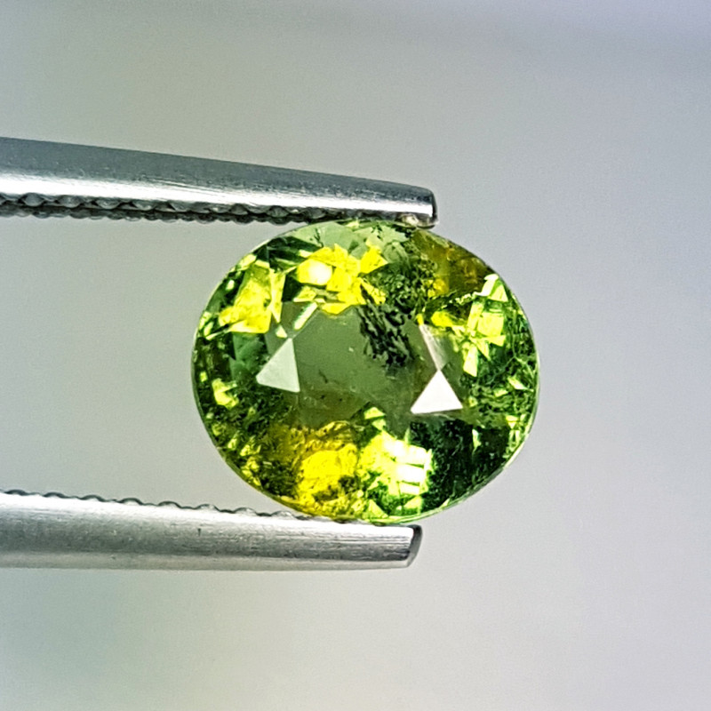 "1.88 ct "" Collector's Gem"" Beautiful Oval Cut Yellowish Green Tou"