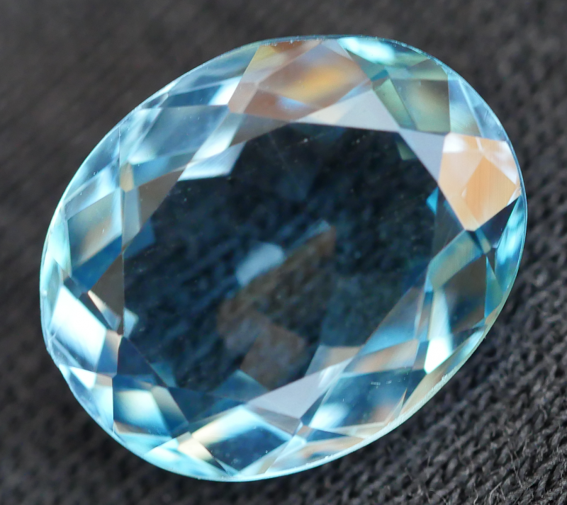 4.35 CRT LOVELY SWISS BLUE TOPAZ VERY CLEAR-