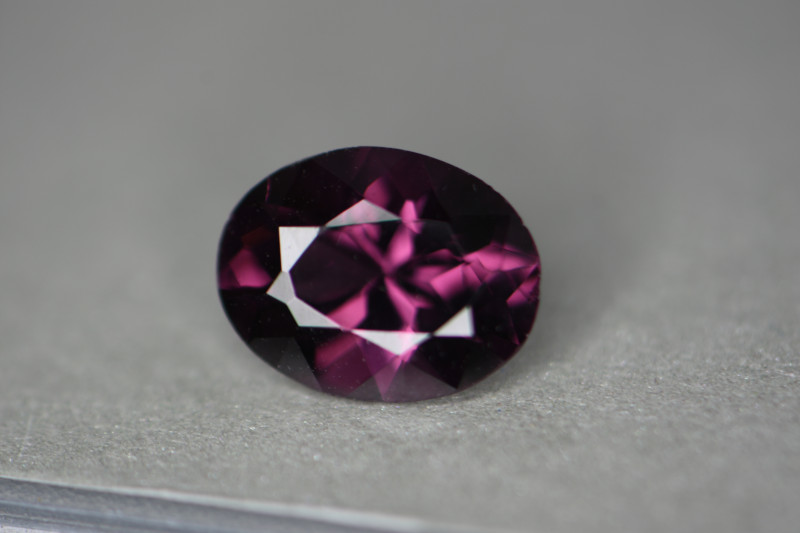 VS quality stone.  Very nice color but I don't agree with the pink on the certification.   Nicely cut stone.