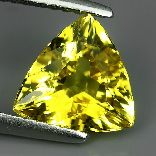 1.50 CTS AMAZING NATURAL RARE GOLDEN YELLOW BERYL TRILLION!!!