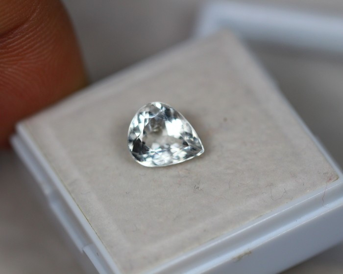1.60ct White Zircon Pear Cut Lot GW3095