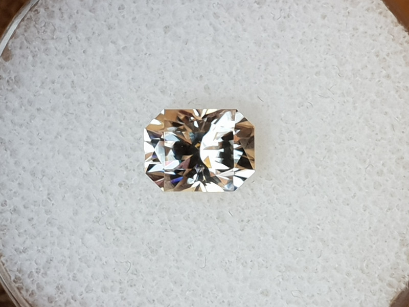 2,59ct White Zircon - Master cut!