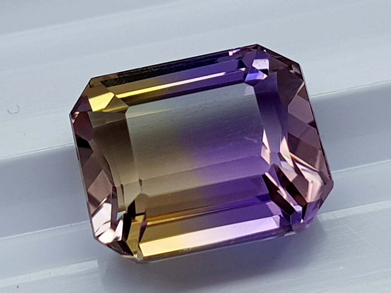 5.65CT BOLIVIAN AMETRINE BEST QUALITY STONES IGCAMCB84