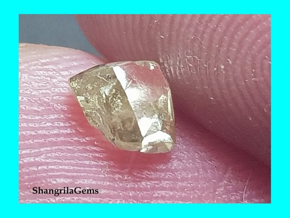 0.495ct 5.04mm Champagne diamond crystal natural and untreated 5.04 by 4.24