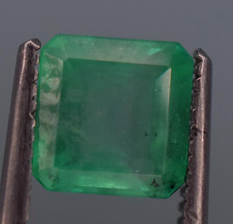 1 carat Natural green  color Emerald gemstone