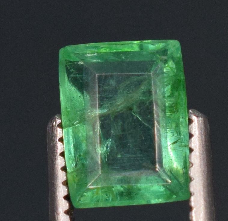 1carats Natural green color Emerald gemstone