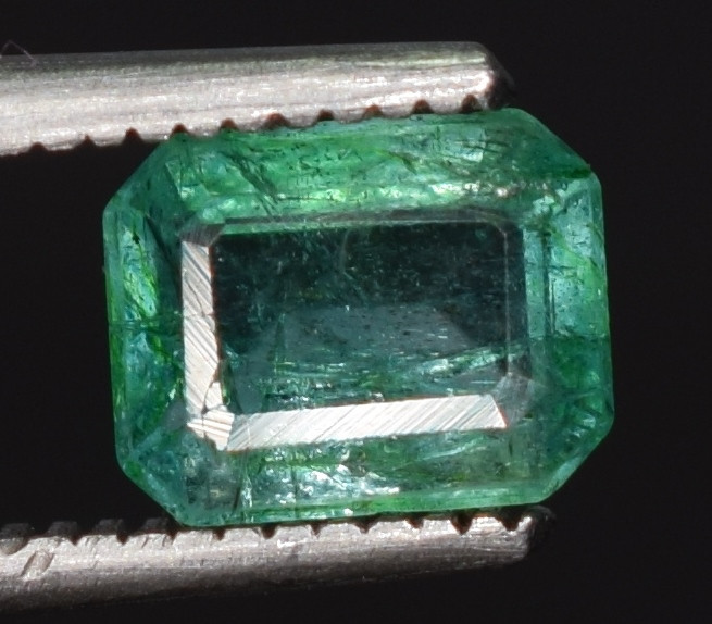 Stores That Accept Paypal Credit Online >> 0.80 caratsNatural green color Emerald gemstone