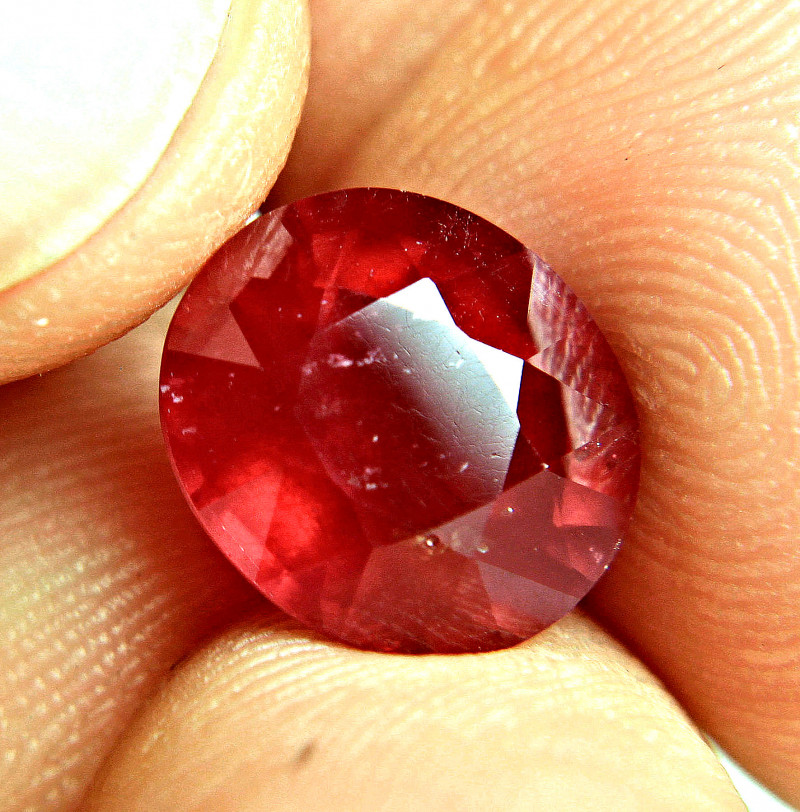7.72 Carat Vibrant Red Ruby - Gorgeous
