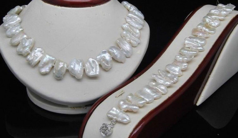 NICE NATURAL BAROQUE BIWA PEARL NECKLACE AND BRACELET