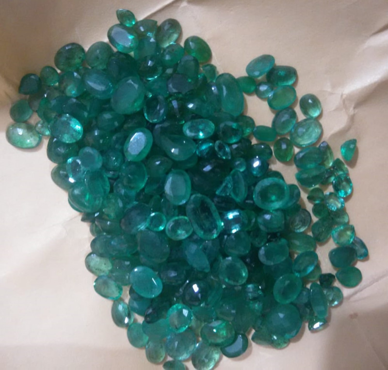200cts Colombian  Emerald Parcel , 100% Natural Gemstone