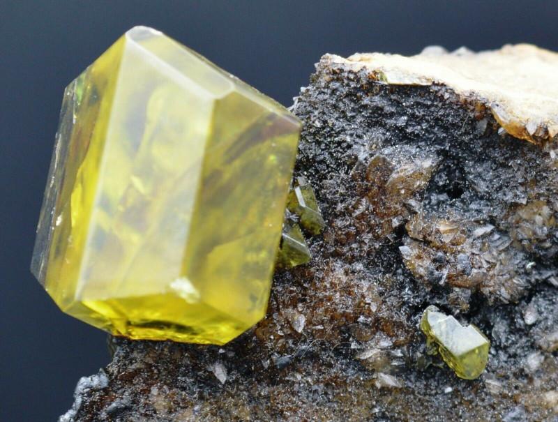 Soufre aragonite bitumineux 335 grammes - Cozzo Disi Mine, Sicile, Italie