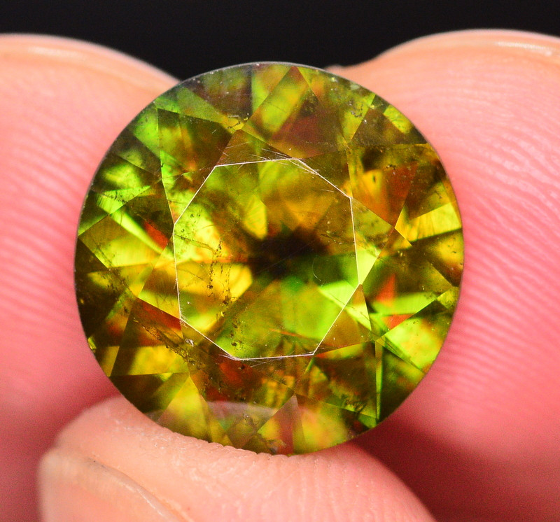 7.10 CT NATURAL FIRE AND SPARKLING DIAMOND CUT GREEN SPHENE