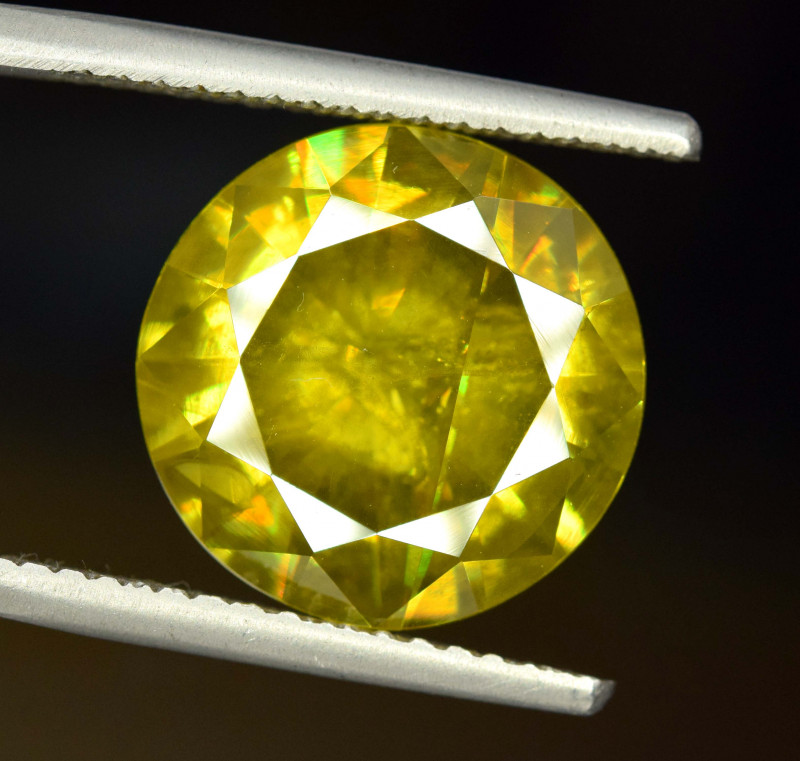 9.05 Carats AAA Grade Color Full Fire Sphene Titanite Gemstone