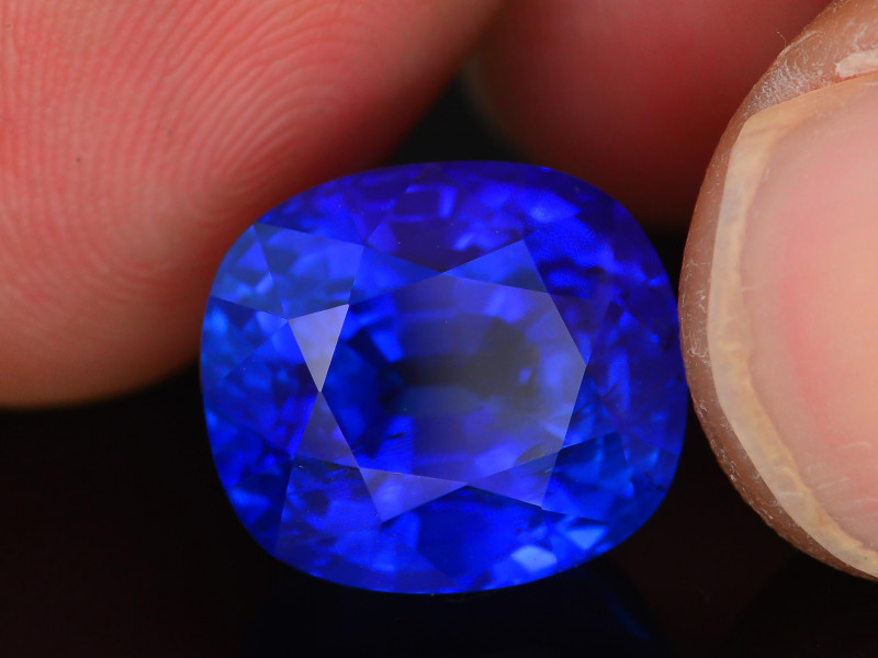 Aaa Grade Amp Color 13 78 Ct Royal Blue Sapphire
