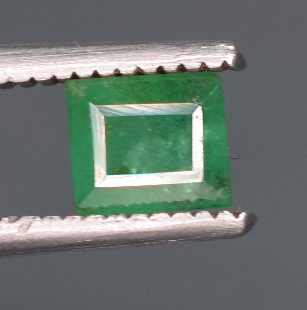 0.40 Carats Natural Emerald Gemstone