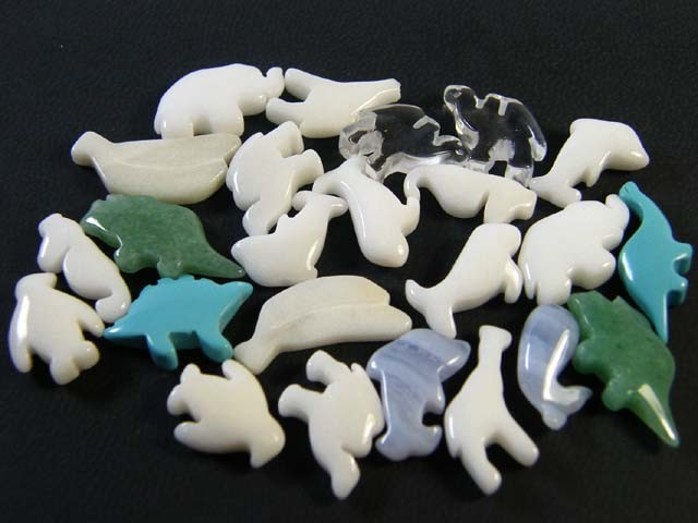 HAND CARVED STONE ANIMALS 24 PIECES 117.1CTS SGS924