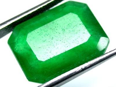 Quartz Emerald Green colour   11.70  carats   QU 211