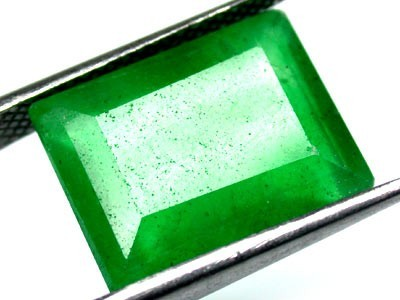 Quartz Emerald Green colour   9.20  carats   QU 212